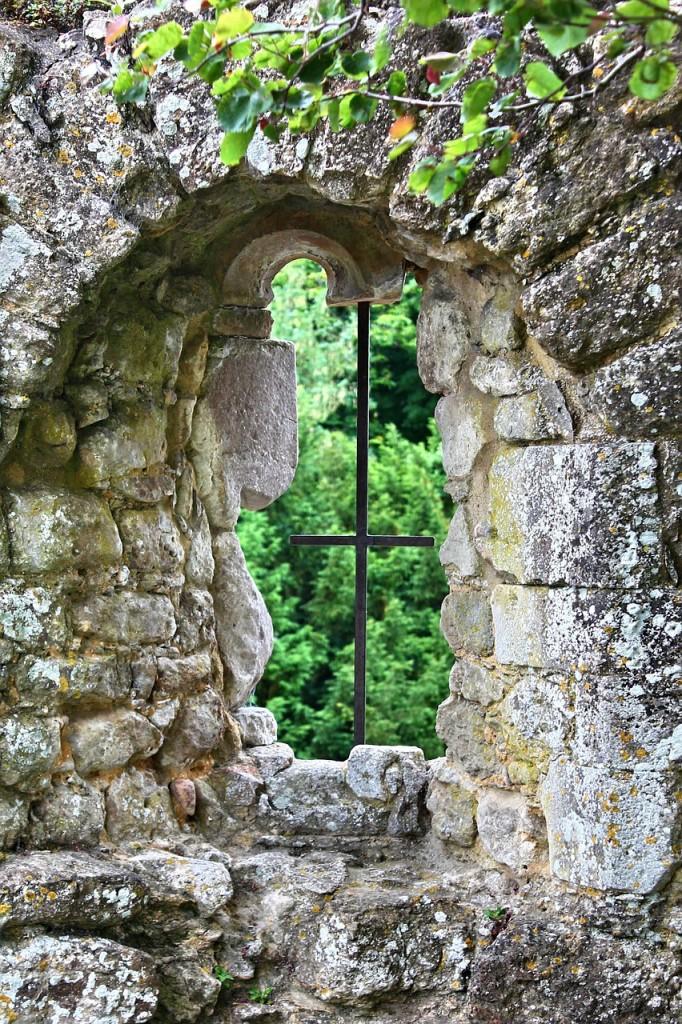 window-587602_1280