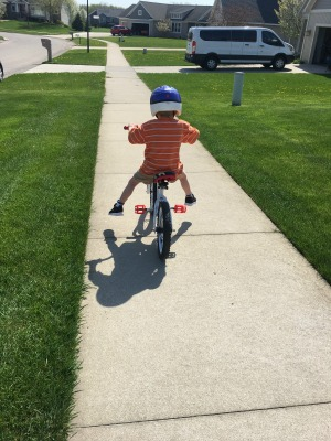 teach kid ride bike training wheels